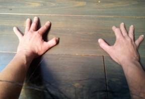 handen in neerwaartse hond